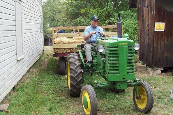 Tractor hayrides at the Ayres/Knuth Farm
