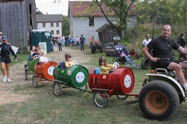 Children's rides at the Ayres/Knuth Farm